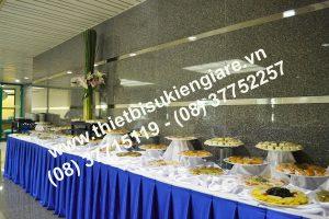 trang trí bàn buffet