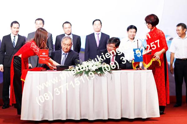 Cho thuê bàn ký kết hợp đồng