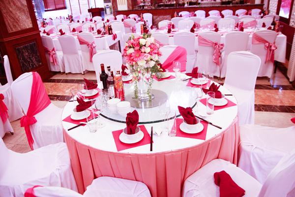 Giá cho thuê bàn ghế tiệc cưới