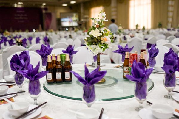 Cho Thuê Bàn Teabreak Giá Rẻ Tổ Chức Tiệc Chuyên Nghiệp